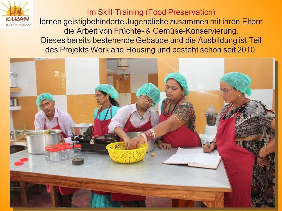 Rotmonten HV 17. 6. 2012 Im Skill-Training (Food Preservation) lernen geistigbehinderte Jugendliche zusammen mit ihren Eltern die Arbeit von Früchte-
