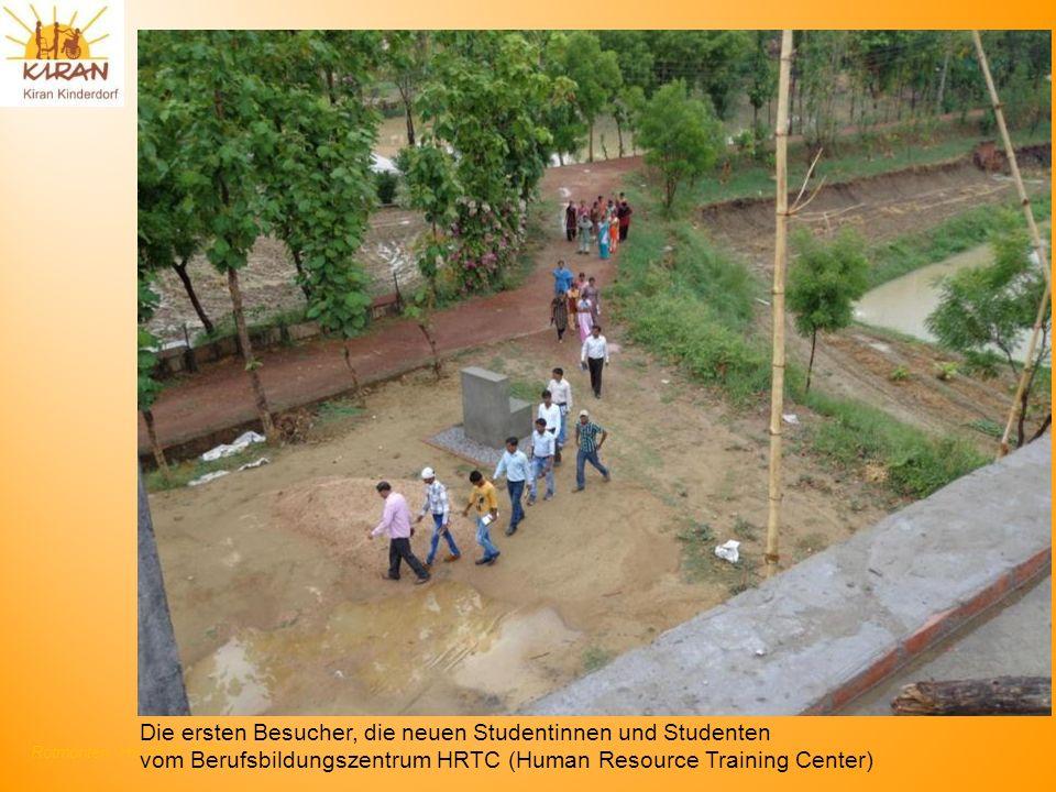 Rotmonten HV 17. 6. 2012 Die ersten Besucher, die neuen Studentinnen und Studenten vom Berufsbildungszentrum HRTC (Human Resource Training Center)