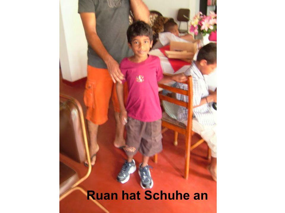 Ruan hat Schuhe an