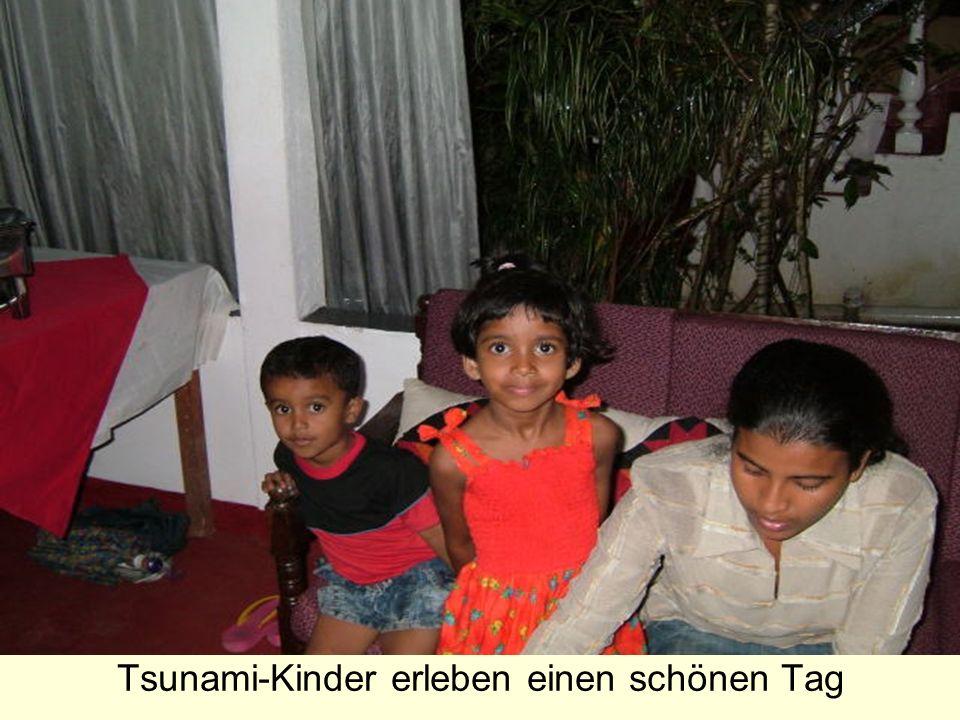 Tsunami-Kinder erleben einen schönen Tag
