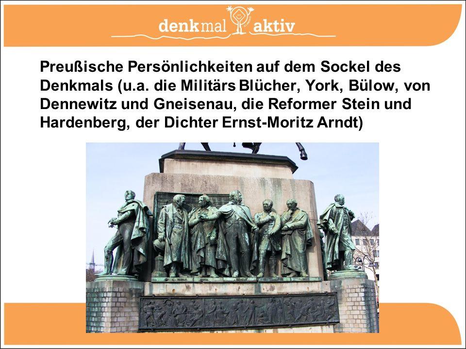 Preußische Persönlichkeiten auf dem Sockel des Denkmals (u.a. die Militärs Blücher, York, Bülow, von Dennewitz und Gneisenau, die Reformer Stein und H