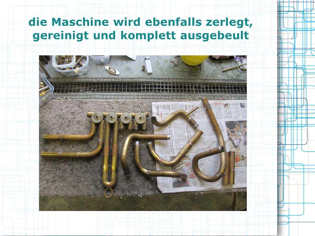 die Maschine wird ebenfalls zerlegt, gereinigt und komplett ausgebeult