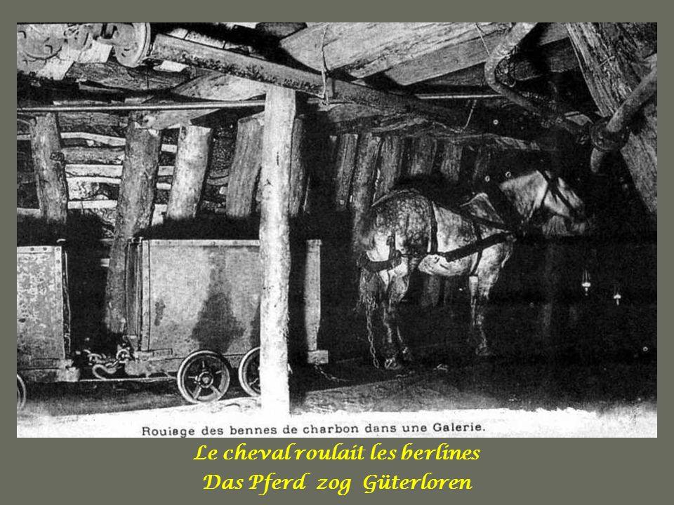Le cheval, avec sa sueur, à qui le mineur parlait et qui Semblait les comprendre, Il paraissait humaniser la Mine. Das Pferd, mit seinem Schweiß, es s