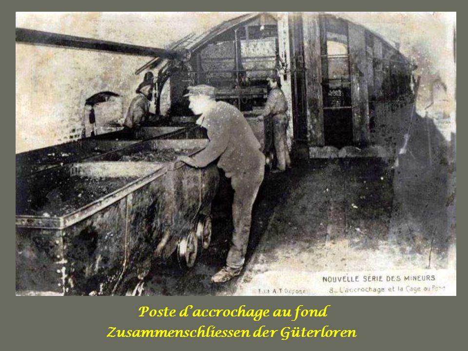 Nettoyage du chantier Bergrarbeiter beim Schaufeln.