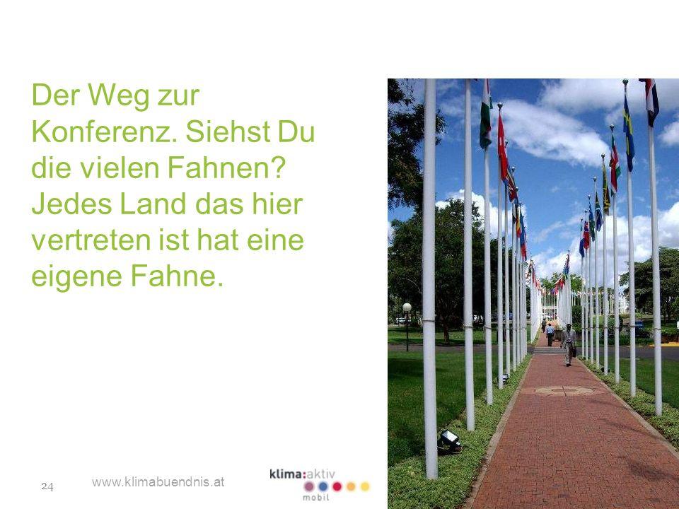24 www.klimabuendnis.at Der Weg zur Konferenz. Siehst Du die vielen Fahnen? Jedes Land das hier vertreten ist hat eine eigene Fahne.