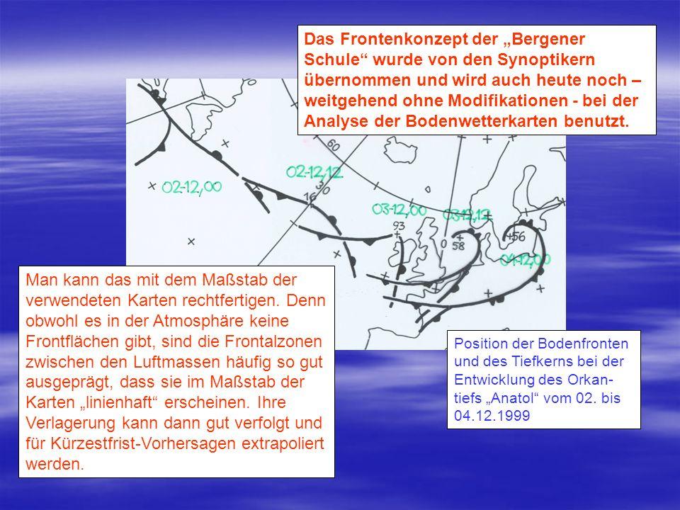 02-12-99, 12 UTC 03-12-99, 00 UTC03-12-99, 12 UTC Die Satellitenbilder (oben WV, unten IR) spiegeln mit dem Vorschieben einer Zunge trockener Luft die Annäherung des oberen Vorticitymaximums direkt wider.