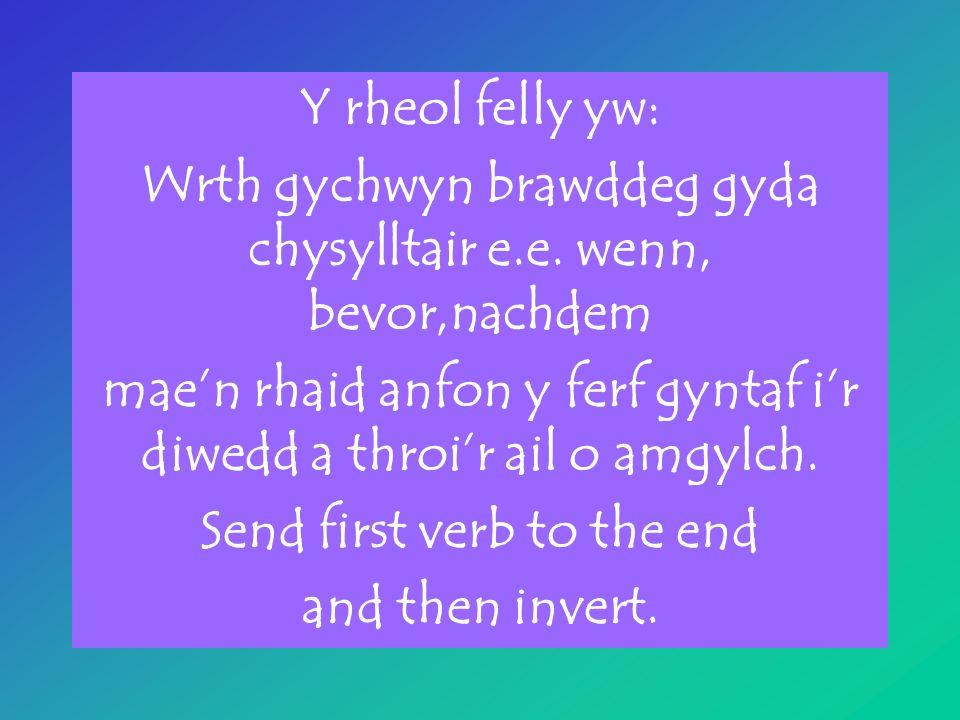 Y rheol felly yw: Wrth gychwyn brawddeg gyda chysylltair e.e.