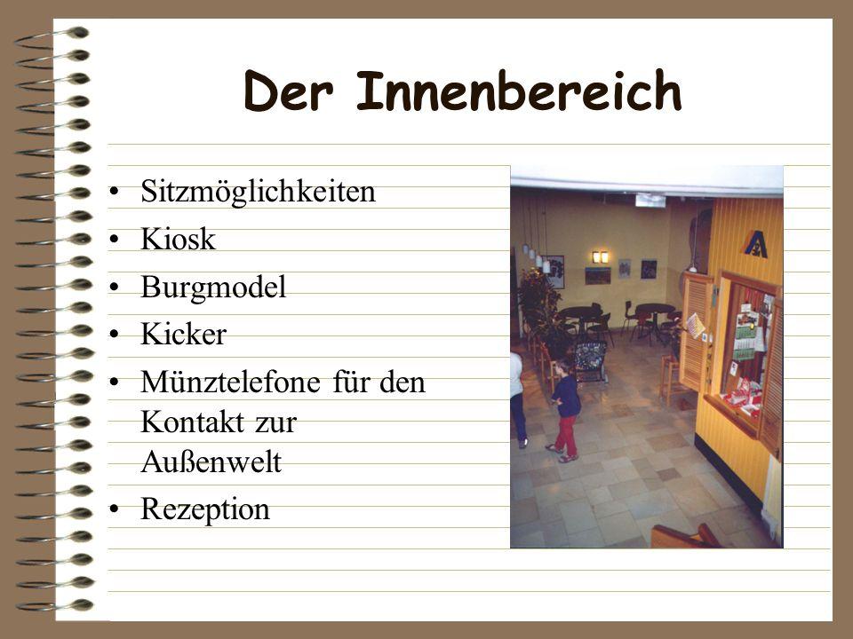 Der Innenbereich Sitzmöglichkeiten Kiosk Burgmodel Kicker Münztelefone für den Kontakt zur Außenwelt Rezeption