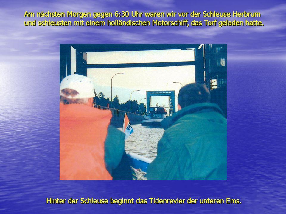 Am nächsten Morgen gegen 6:30 Uhr waren wir vor der Schleuse Herbrum und schleusten mit einem holländischen Motorschiff, das Torf geladen hatte. Hinte