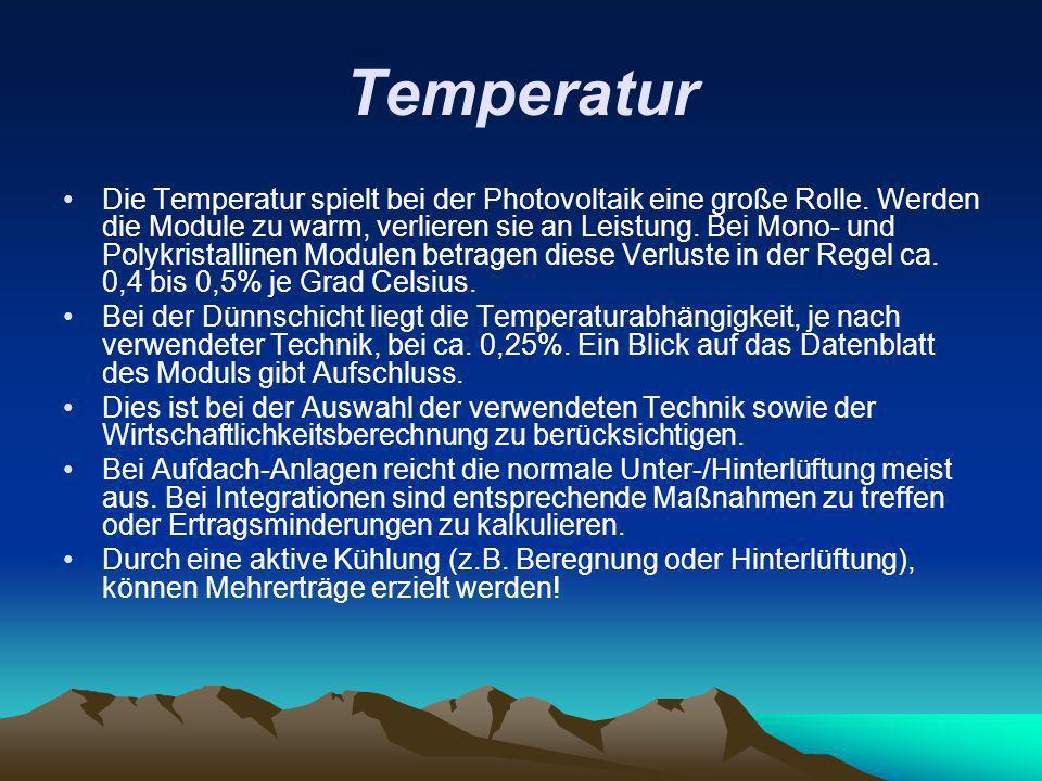 Temperatur Die Temperatur spielt bei der Photovoltaik eine große Rolle. Werden die Module zu warm, verlieren sie an Leistung. Bei Mono- und Polykrista
