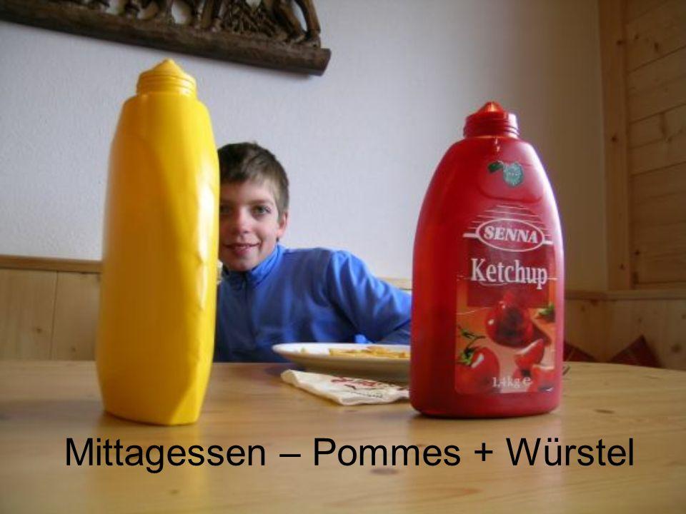 Mittagessen – Pommes + Würstel