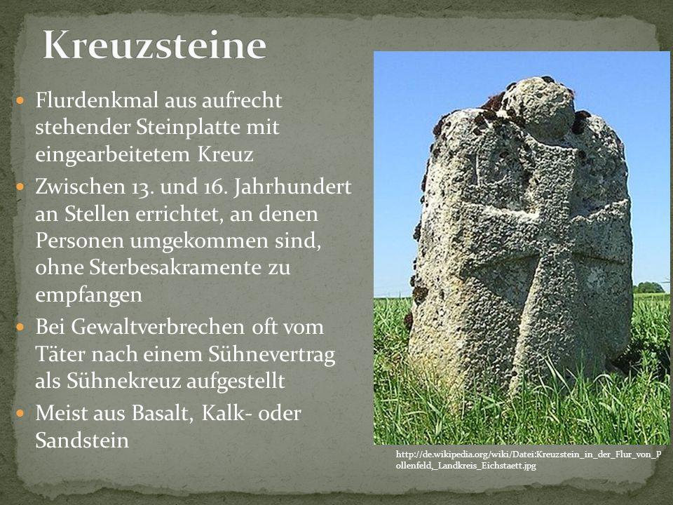 Flurdenkmal aus aufrecht stehender Steinplatte mit eingearbeitetem Kreuz Zwischen 13. und 16. Jahrhundert an Stellen errichtet, an denen Personen umge