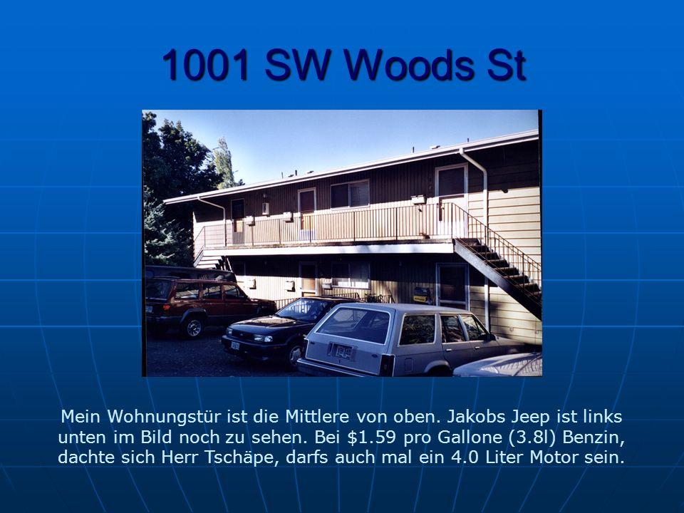 1001 SW Woods St Mein Wohnungstür ist die Mittlere von oben.