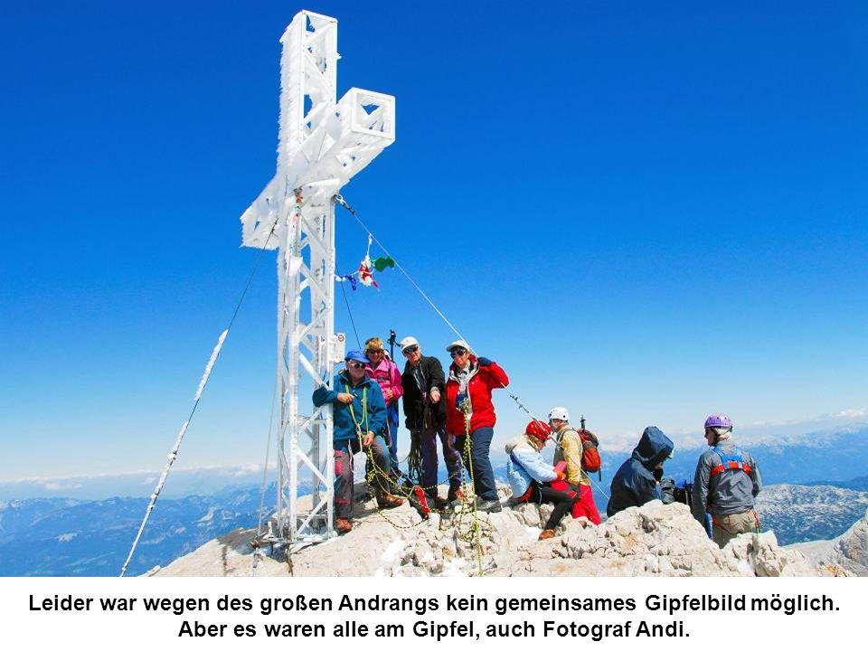 Leider war wegen des großen Andrangs kein gemeinsames Gipfelbild möglich. Aber es waren alle am Gipfel, auch Fotograf Andi.