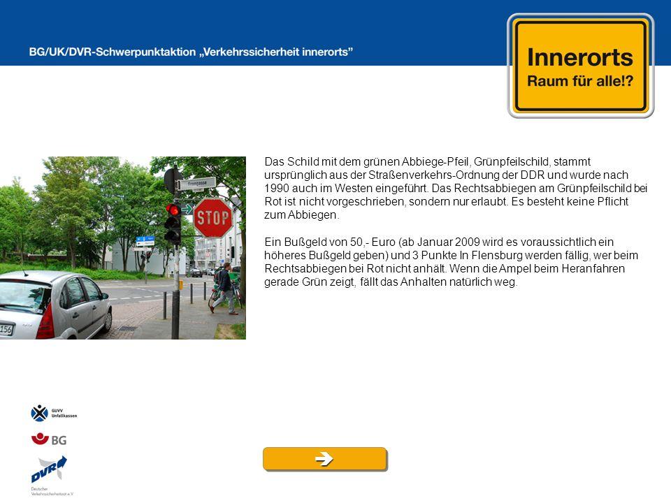 Das Schild mit dem grünen Abbiege-Pfeil, Grünpfeilschild, stammt ursprünglich aus der Straßenverkehrs-Ordnung der DDR und wurde nach 1990 auch im Westen eingeführt.
