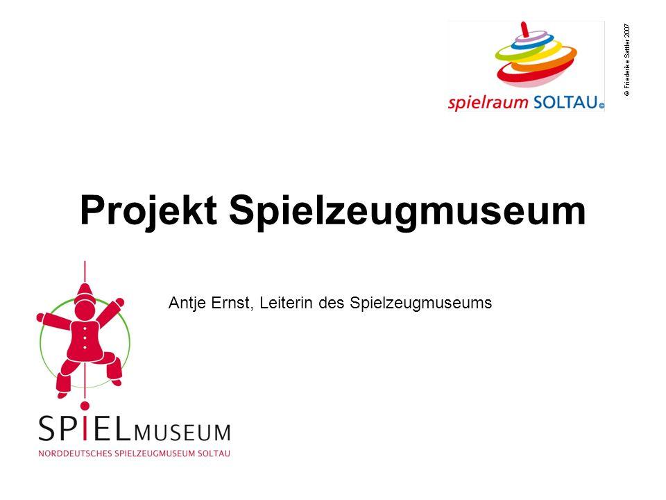 Projekt Spielzeugmuseum Antje Ernst, Leiterin des Spielzeugmuseums