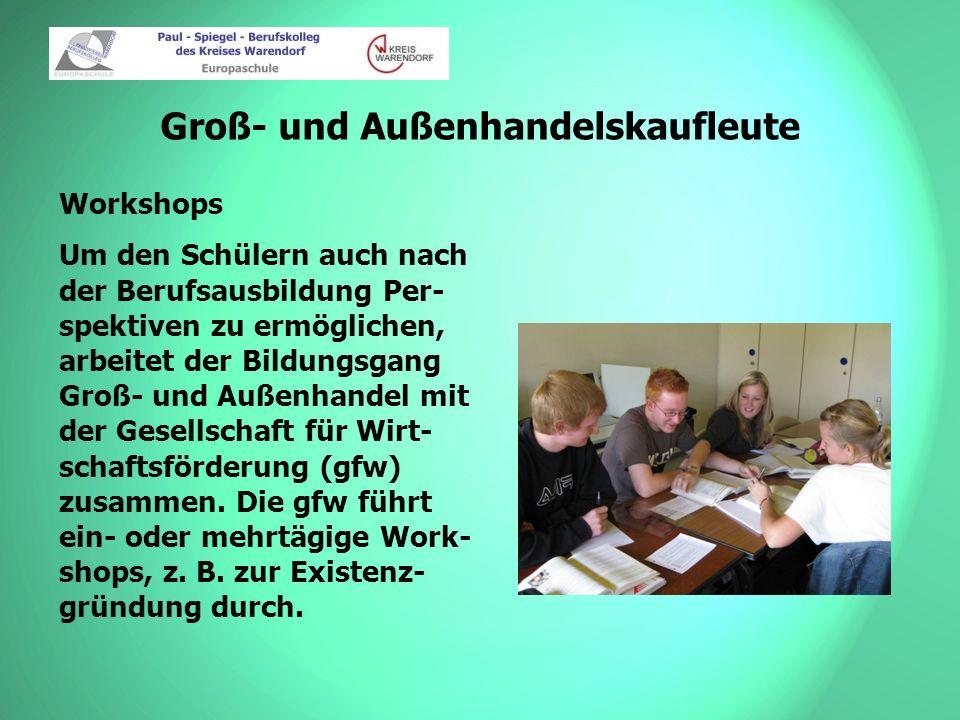 Groß- und Außenhandelskaufleute Workshops Um den Schülern auch nach der Berufsausbildung Per- spektiven zu ermöglichen, arbeitet der Bildungsgang Groß