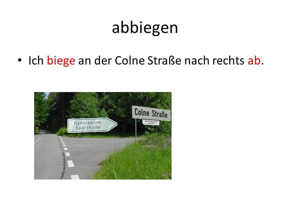 abbiegen Ich biege an der Colne Straße nach rechts ab.
