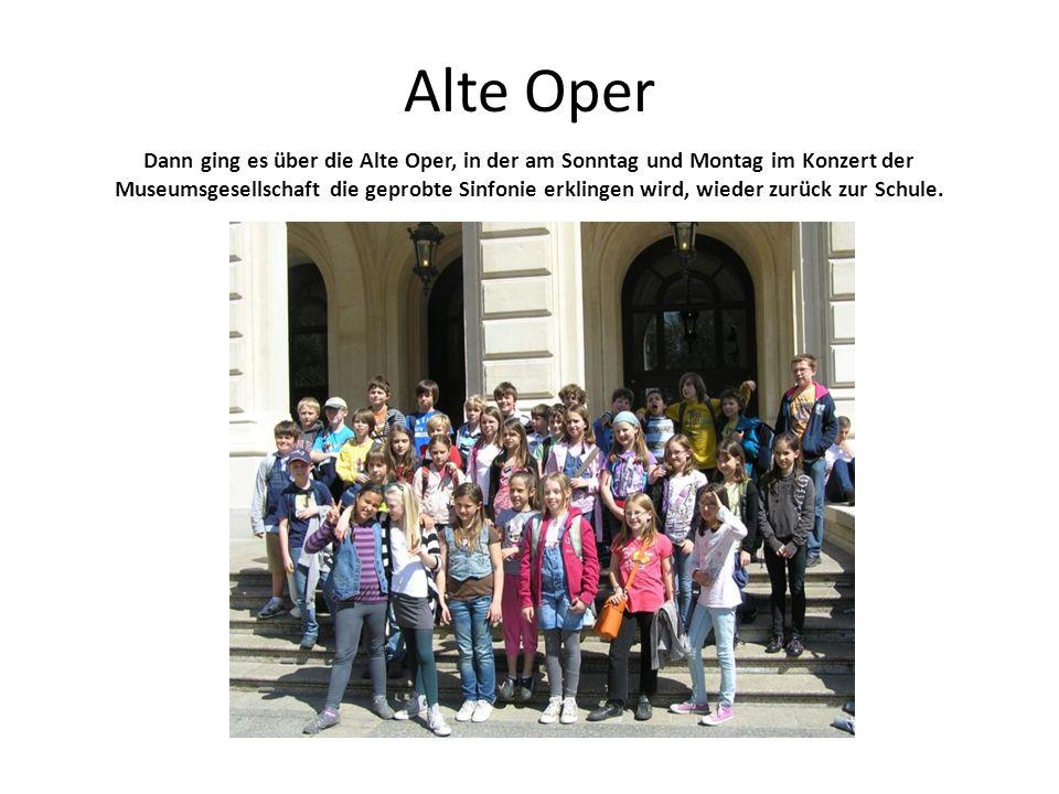 Nun ging es zum Orchesterprobenraum. Auf dem Probenplan stand Robert Schumanns 3. Sinfonie in Es-Dur Rheinische unter Leitung des Gastdirigenten Gilbe