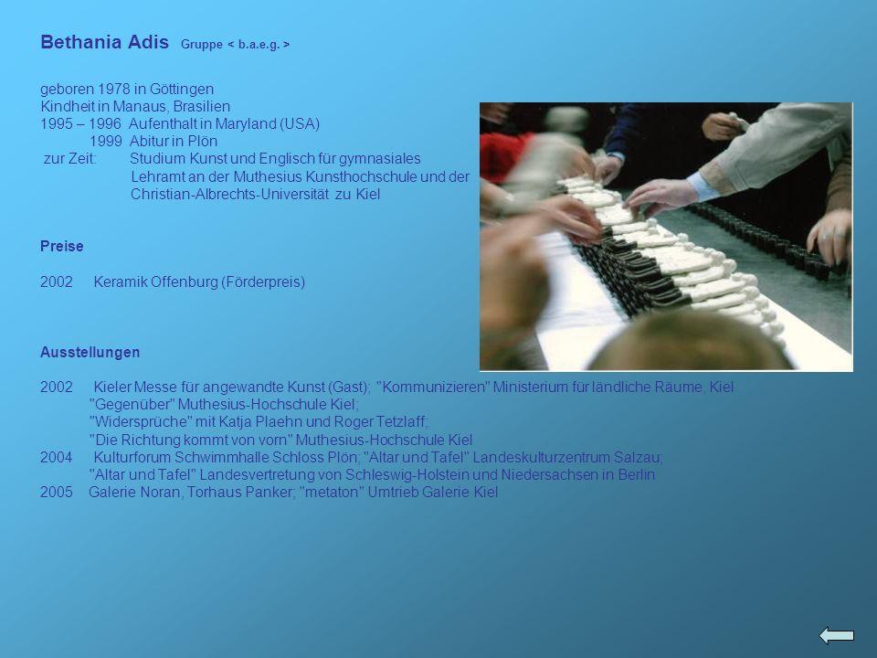 Museum of Decorative Arts, Prag; The Royal Palace King of Taufa ahau Tupou IV, Tonga (Polynesien); International Coffee Cup Museum, Posio (Finnland); Total Museum, Seoul (Korea); Saga Prefectural Art Museum, Saga (Japan); Shigaraki Museum of Ceramics (Japan); Heyde Contemporary Art Gallery Melbourne (Australien); Taipei County Yingko Ceramics Museum, Taipei; Westerwald Keramik Museum; Institute of Ceramic and Glass, Hoehr – Grenzhausen; Ichon Ceramic Museum (Korea); Olympic Ceramic Sculpture Museum – Amaroussion (Griechenland)