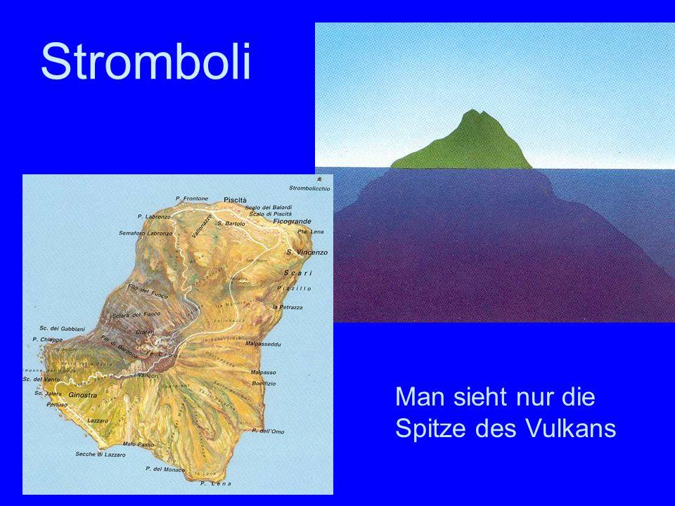 Stromboli Man sieht nur die Spitze des Vulkans