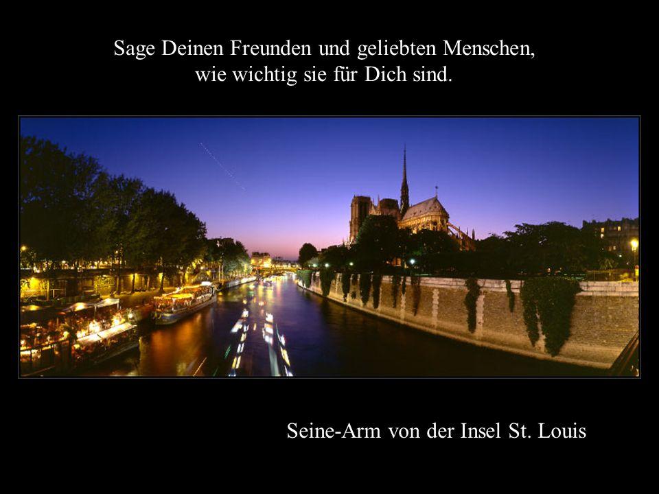 Notre-Dame von der Brücke Pont de l'Archevêché Niemand wird sich für Deine geheimen Gedanken an Dich erinnern; bitte Gott, dass er Dir Kraft und Weish
