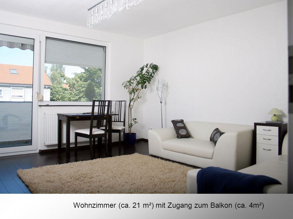 Wohnzimmer (ca. 21 m²) mit Zugang zum Balkon (ca. 4m²)