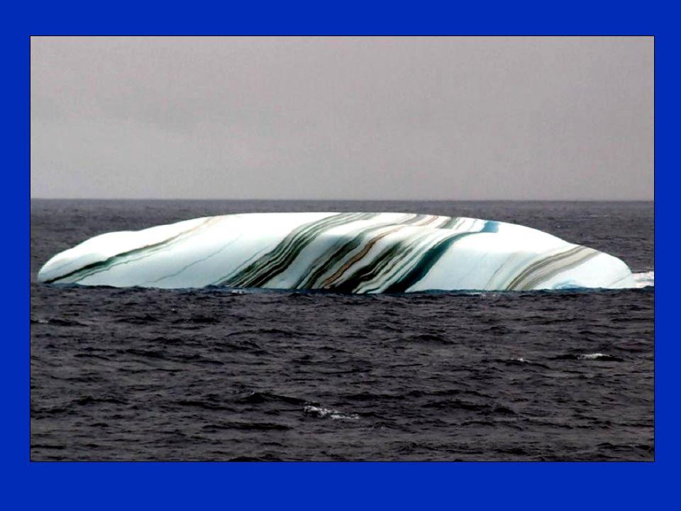 Die Überraschung durch gestreifte Eisberge, dass Eisberge im Antarktischen Gebiet manchmal Streifen haben, wurde gebildet von Schichten von Schnee, di