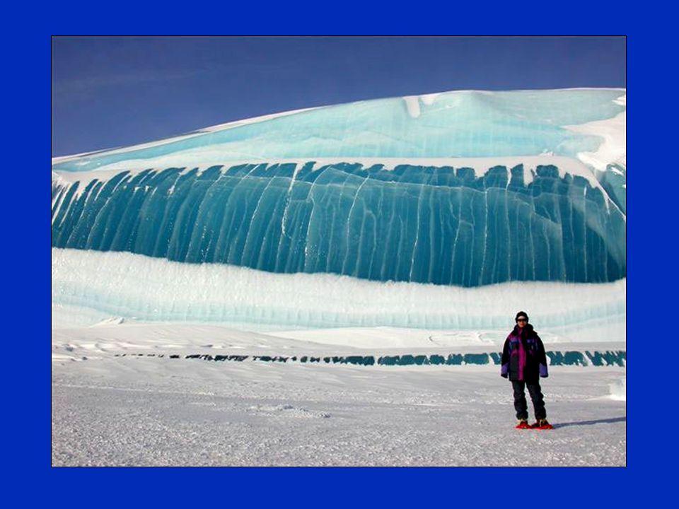 Das Wasser lähmte den Augenblick, die Welle brach durch das Eis durch. Das ist das, was es in der Antarktis, wo seit Jahrzehnten das kälteste Wetter i