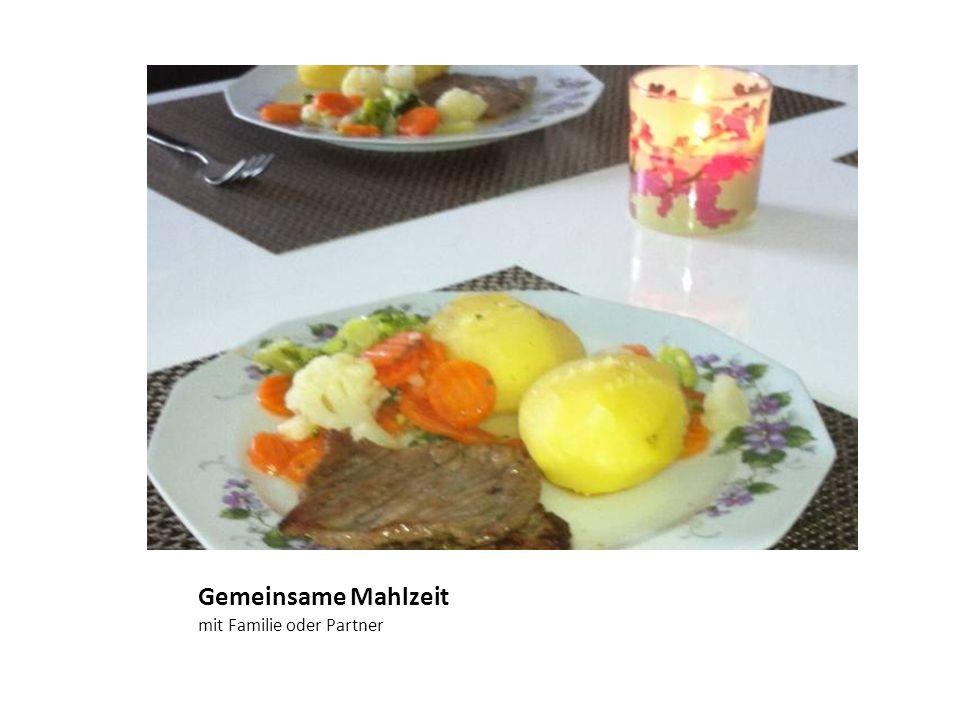 Gemeinsame Mahlzeit mit Familie oder Partner