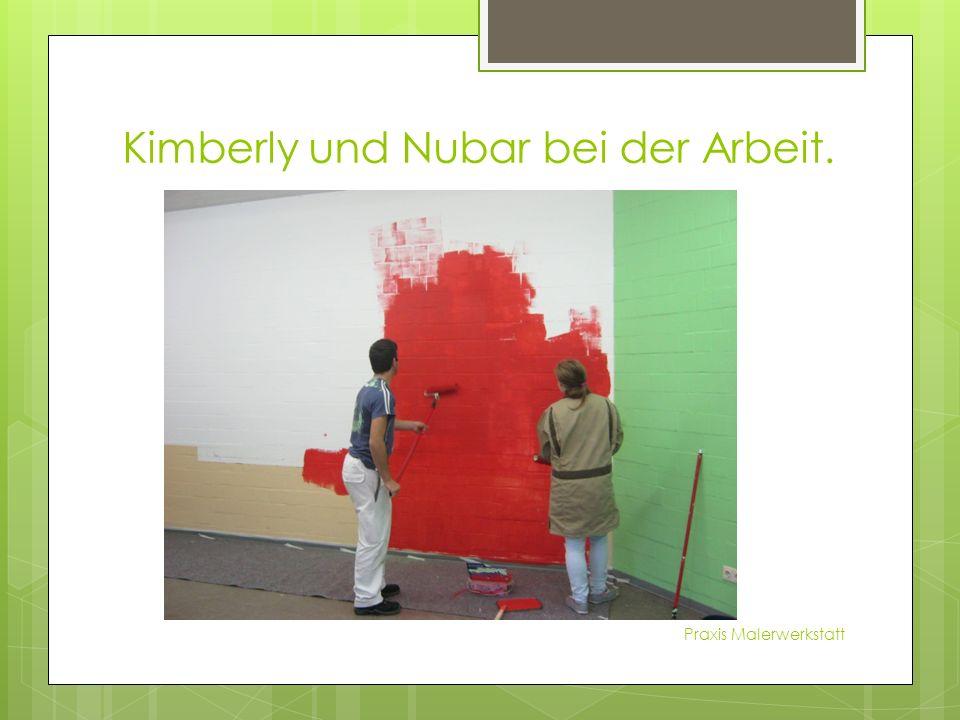 Kimberly und Nubar bei der Arbeit. Praxis Malerwerkstatt