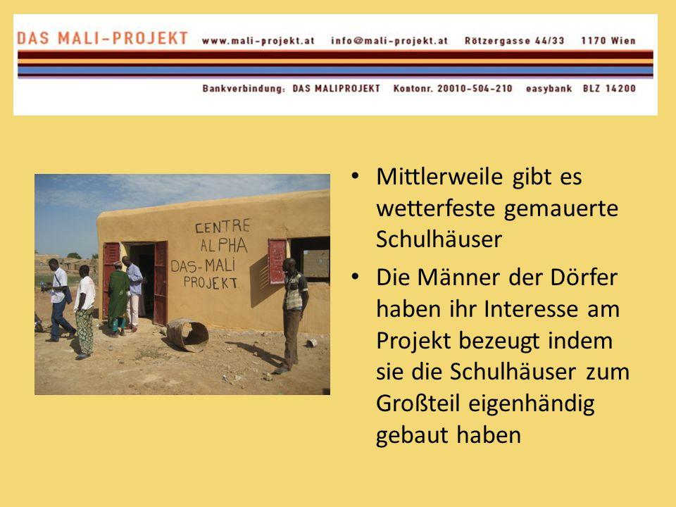 Mittlerweile gibt es wetterfeste gemauerte Schulhäuser Die Männer der Dörfer haben ihr Interesse am Projekt bezeugt indem sie die Schulhäuser zum Groß