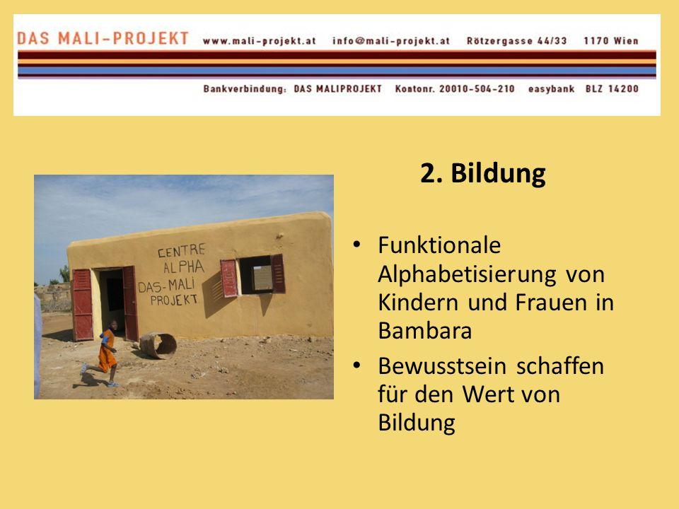 Um die Nachhaltigkeit des Projekts zu sichern wollen wir mehr und mehr mit den malischen Behörden zusammenarbeiten und ihnen in zwei bis drei Jahren die Pinasse und die Schulen übergeben Unsere neun malischen Mitarbeiter sollen natürlich ihre Arbeit behalten