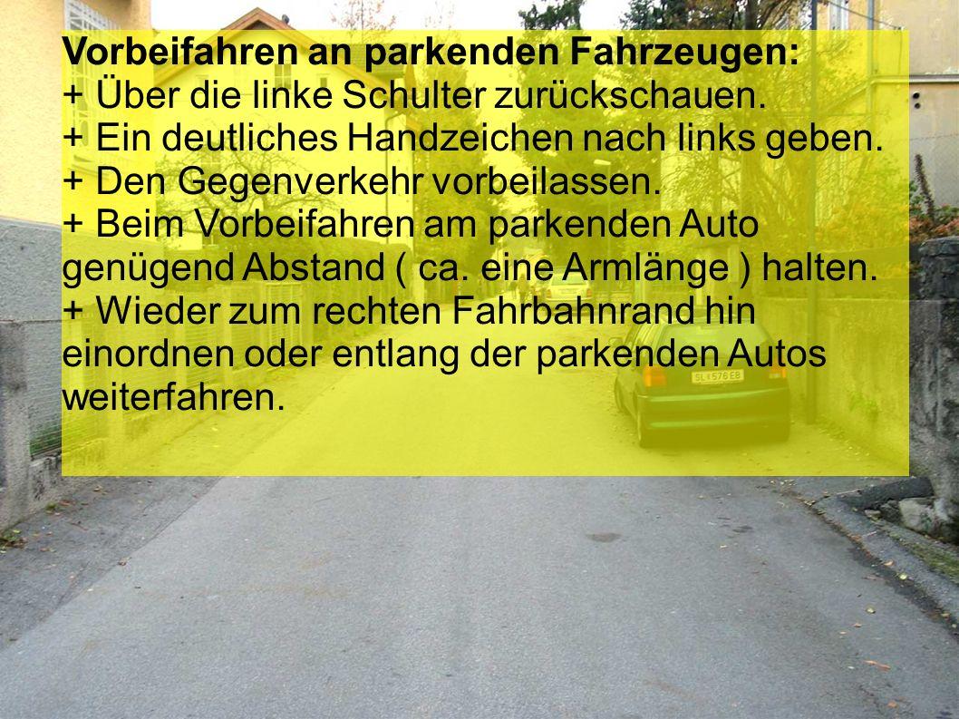 Linksabbiegen und Stopptafel + Über die linke Schulter zurückschauen.