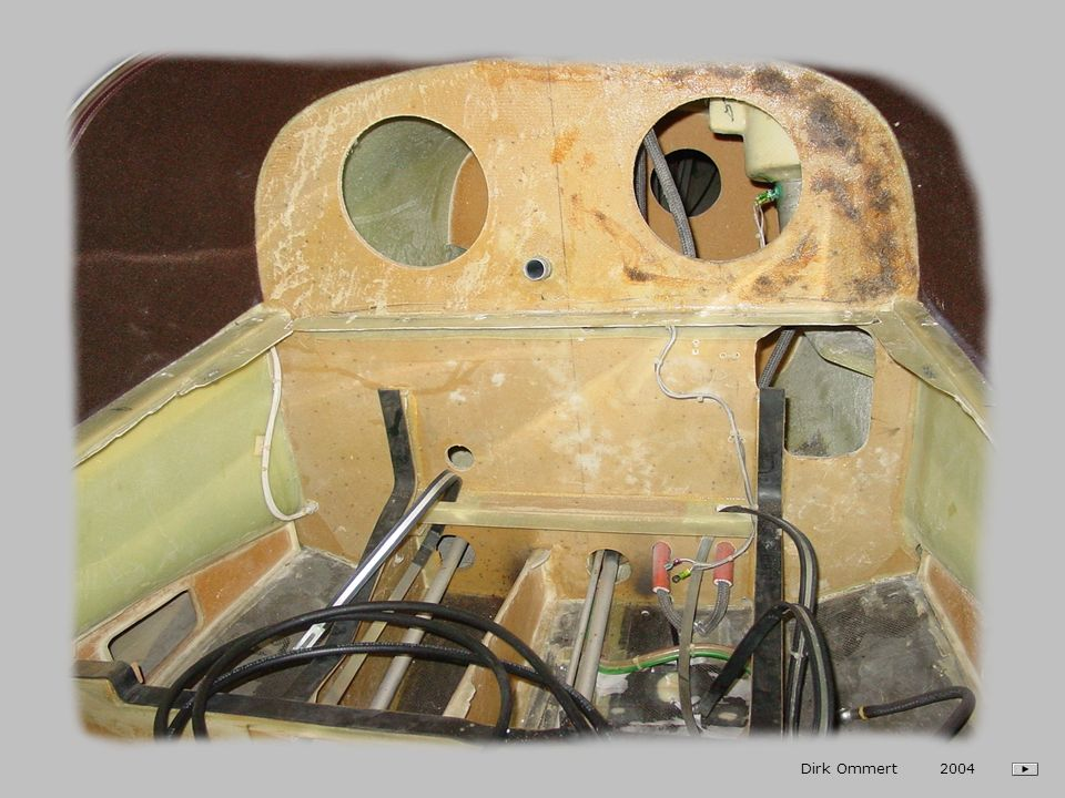Bedieninstrument Seileinzug Hauptschalter (unten) an: Dirk Ommert 2004 - Die Seileinzugvorrichtung ist betriebsbereit - Die grüne Lampe leuchtet Taste