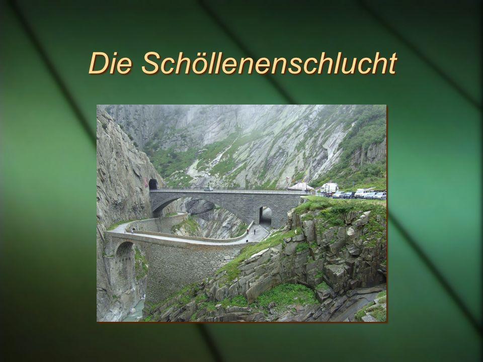 Die Römer und der Pass Schon die Römer kannten den Gotthardpass, benutzten ihn aber kaum. Grund: die unüberwindbare Schöllenenschlucht Schon die Römer