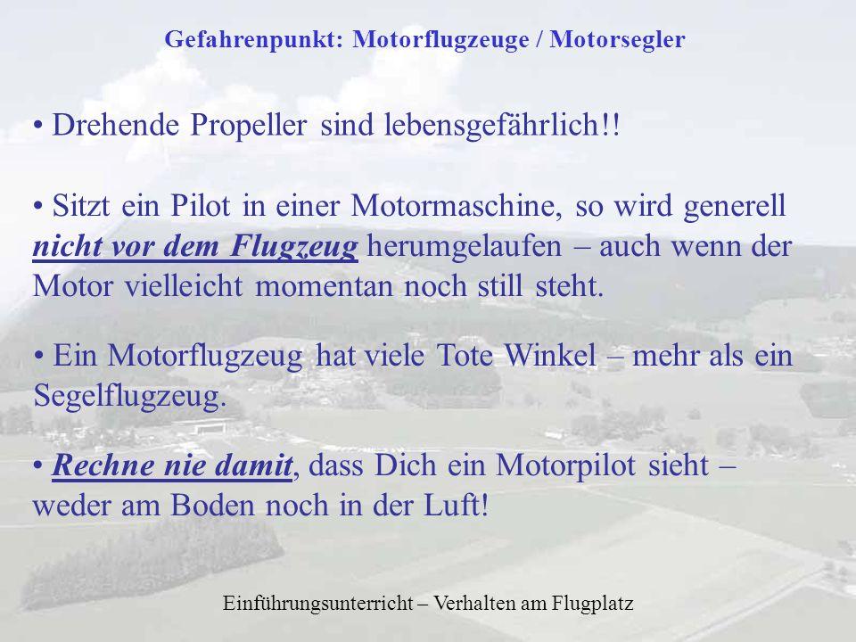 Einführungsunterricht – Verhalten am Flugplatz Gefahrenpunkt: Motorflugzeuge / Motorsegler Drehende Propeller sind lebensgefährlich!! Sitzt ein Pilot
