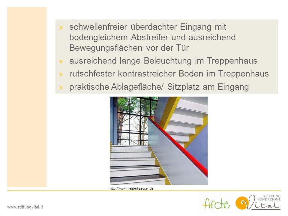 www.stiftungvital.it » schwellenfreier überdachter Eingang mit bodengleichem Abstreifer und ausreichend Bewegungsflächen vor der Tür » ausreichend lan