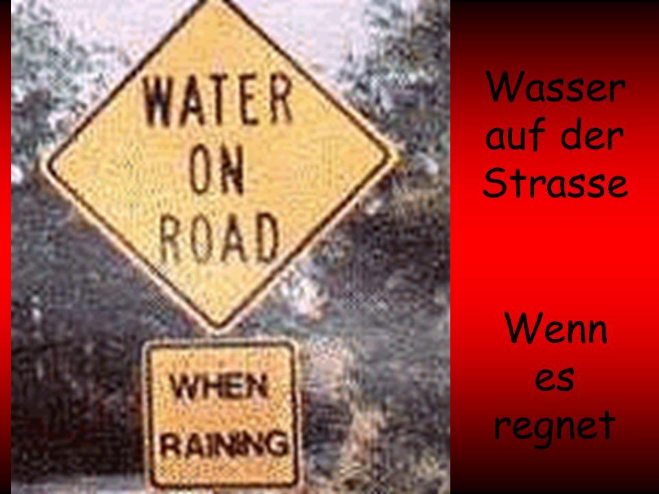 Wasser auf der Strasse Wenn es regnet