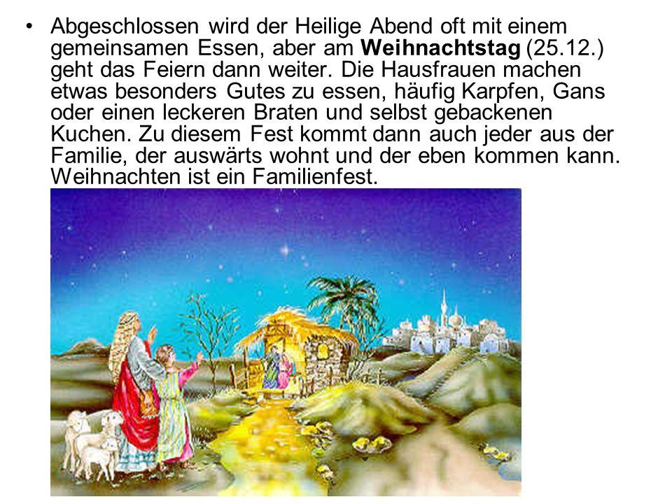 Abgeschlossen wird der Heilige Abend oft mit einem gemeinsamen Essen, aber am Weihnachtstag (25.12.) geht das Feiern dann weiter. Die Hausfrauen mache