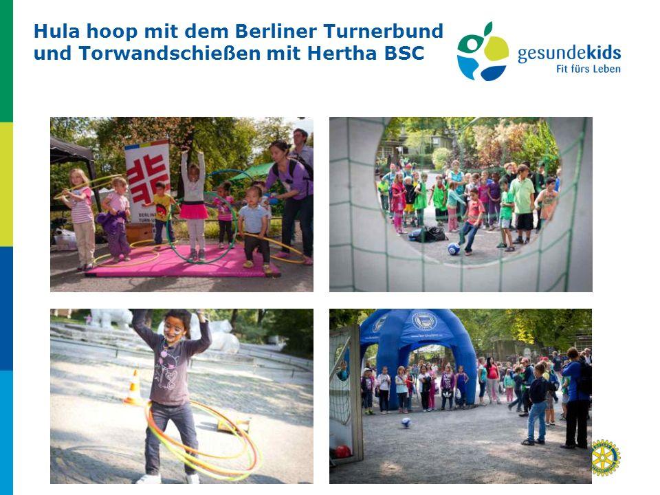 23 von 25Eine Initiative aus dem Distrikt 1820 Hula hoop mit dem Berliner Turnerbund und Torwandschießen mit Hertha BSC