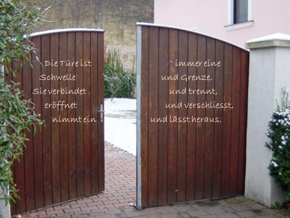 In der Tür werden wir entlassen in die Weite, in der Tür werden wir empfangen, in die Wärme eingeladen.