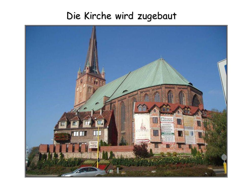 Die Kirche wird zugebaut