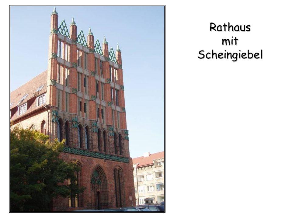 Rathaus mit Scheingiebel
