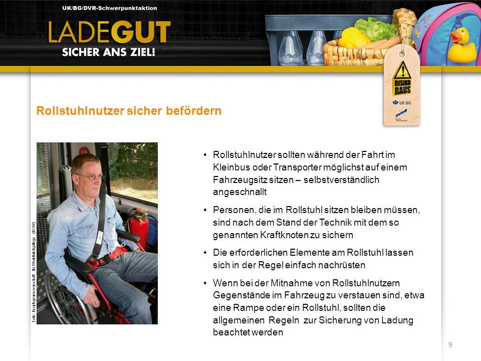 9 Rollstuhlnutzer sicher befördern Rollstuhlnutzer sollten während der Fahrt im Kleinbus oder Transporter möglichst auf einem Fahrzeugsitz sitzen – se
