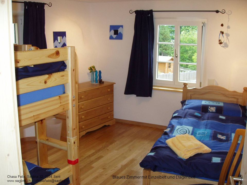 Blaues Zimmer mit Einzelbett und Etagenbett Chasa Felix, Saglina 32, 7554 Sent www.saglina.ch chasafelix@saglina.ch