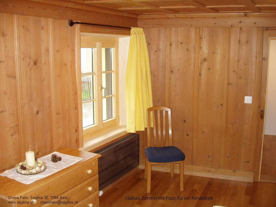 Gelbes Zimmer mit Platz für ein Kinderbett Chasa Felix, Saglina 32, 7554 Sent www.saglina.ch chasafelix@saglina.ch