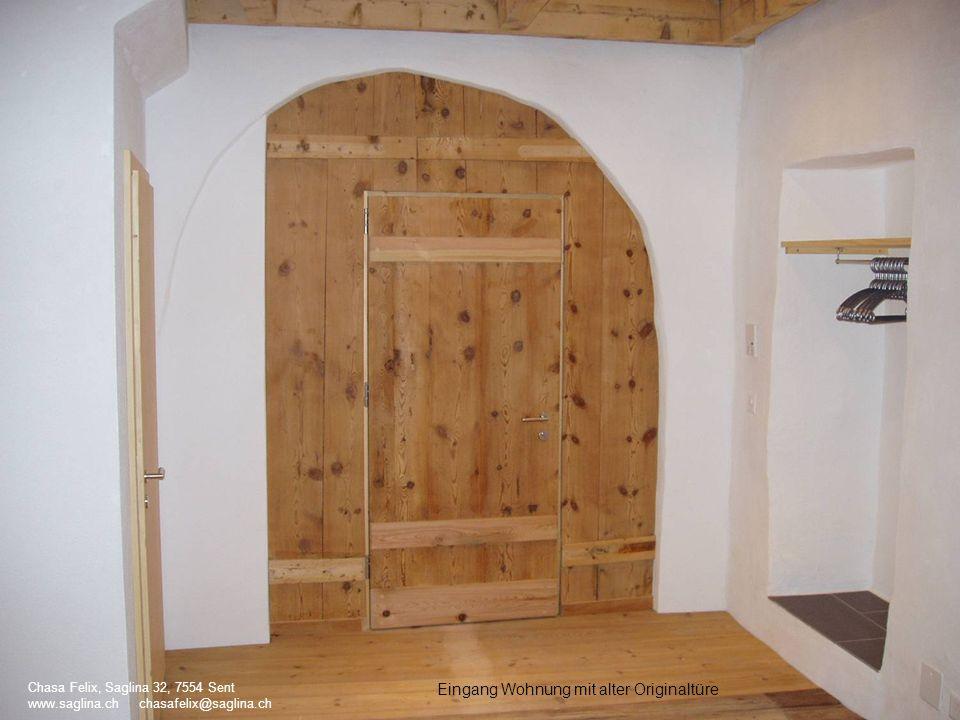 Eingang Wohnung mit alter Originaltüre Chasa Felix, Saglina 32, 7554 Sent www.saglina.ch chasafelix@saglina.ch