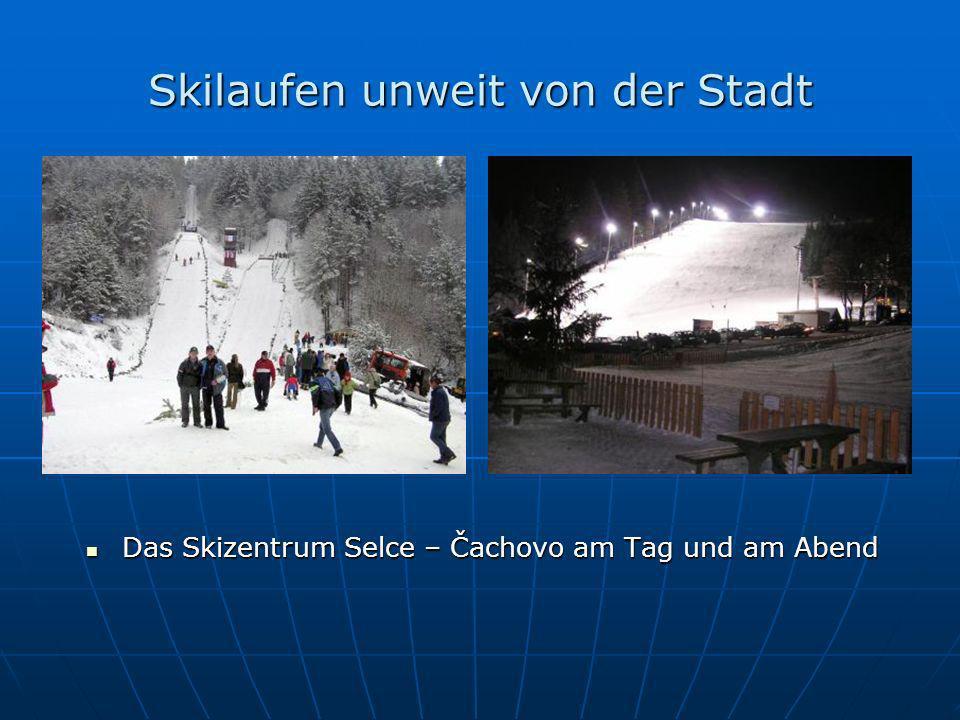 Skilaufen unweit von der Stadt Das Skizentrum Selce – Čachovo am Tag und am Abend Das Skizentrum Selce – Čachovo am Tag und am Abend