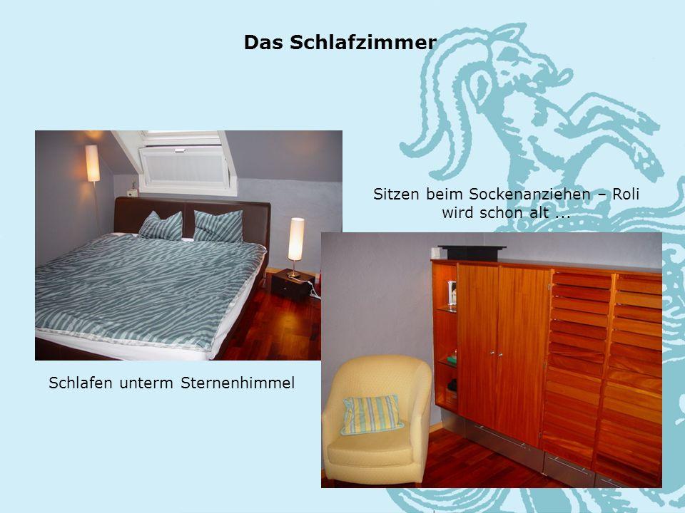 Das Schlafzimmer Schlafen unterm Sternenhimmel Sitzen beim Sockenanziehen – Roli wird schon alt...